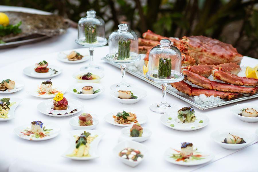 Il buffet degli antipasti in tutto il suo splendore: soddisfa ogni desiderio.